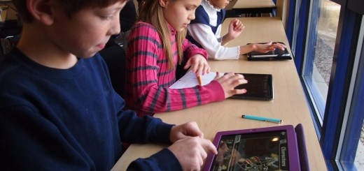 School_children_with_iPads_(6660064659)